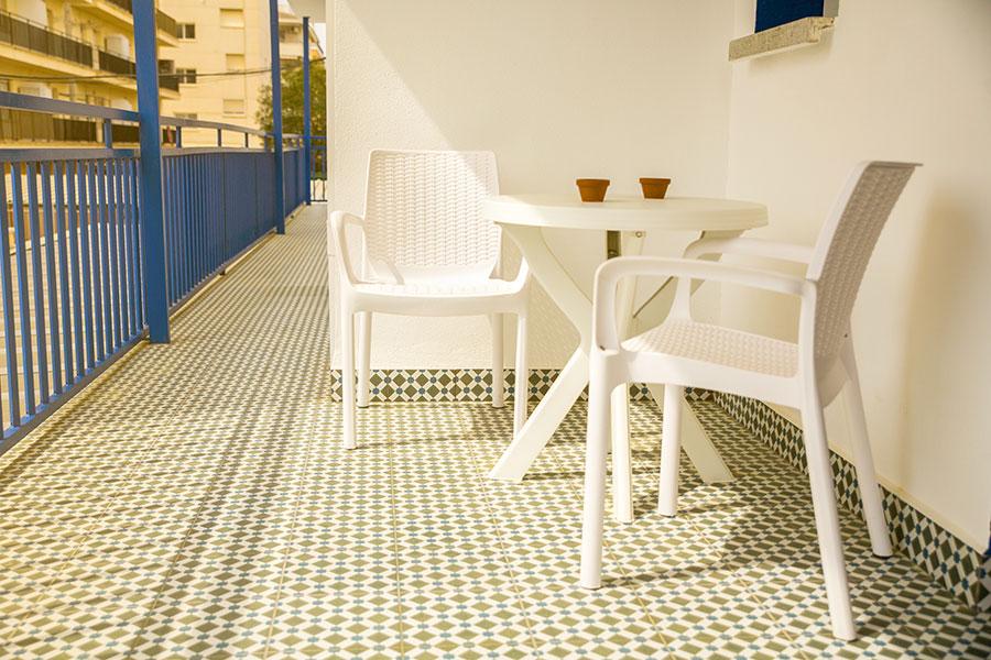 residencia-la-palmera-instalaciones-balcon