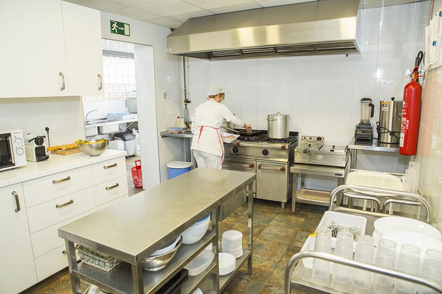residencia-la-palmera-instalaciones-cocina