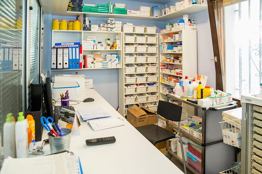 residencia-la-palmera-instalaciones-farmacia